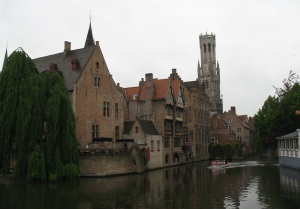 Boat making its way on a Brugge canal