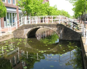 Canal porn - Another tourist taking a canal beauty shot - Delft