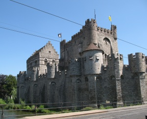 A castle that sits in the historic center of the city of Gent